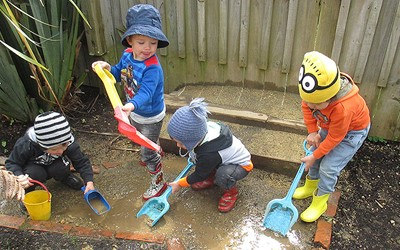 children digging in mud at daycare